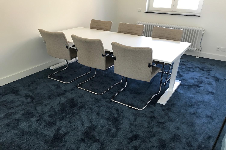 vergadertafel met 6 vergaderstoelen