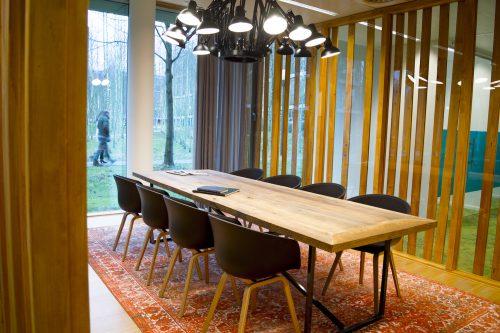 vergadertafel met 8 stoelen