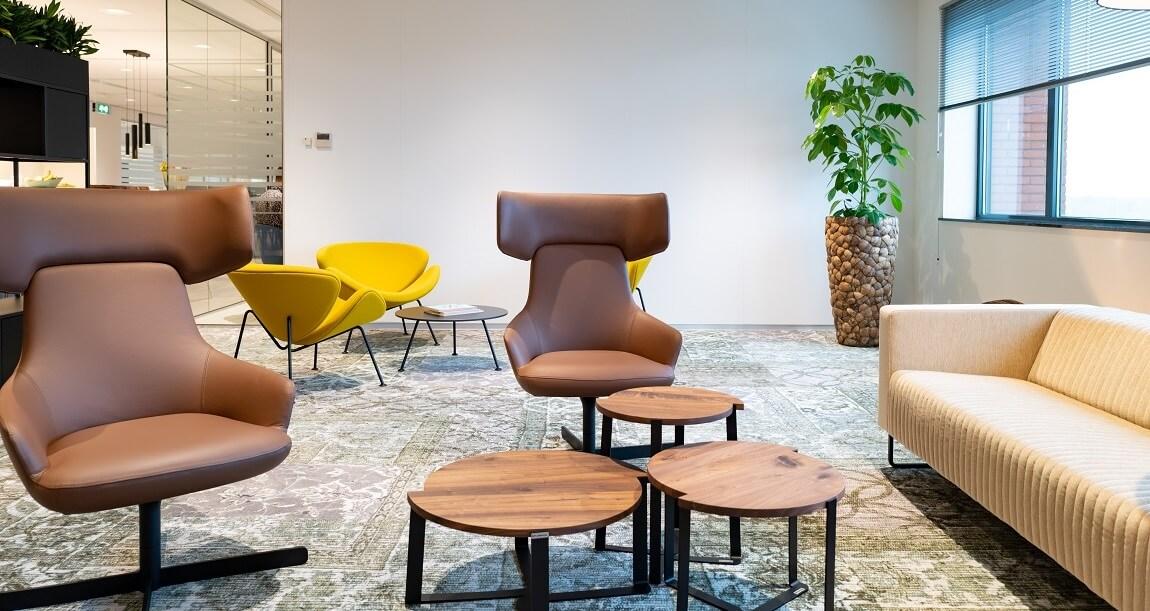 lounge fauteuil en bank ontvangstruimte kantoor
